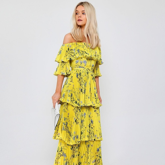 865712ed94 NWT 💫 SELF-PORTRAIT 💫 Yellow Floral Tiered Dress